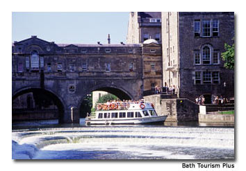 The Pulteney Bridge crosses the Avon River and is one of only a few bridges in the world with shops across its entire span.