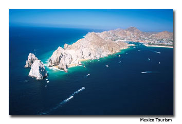 Its ample coastline and crystal blue waters make Baja California Sur the ideal location for whale watching.