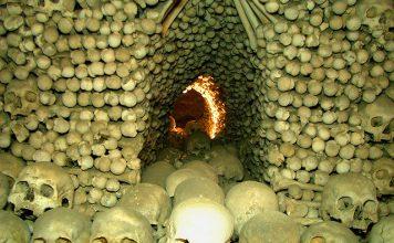 Skeletons of Sedlec. Flickr/michael 7601