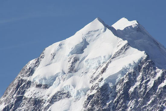 """Can you see the """"face"""" in the peak of Aoraki Mount Cook? Photo by Richard Varr."""