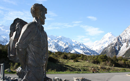 Statue of Sir Edmund Hillary with Aoraki/Mount Cook in the distance. Photo by Richard Varr.