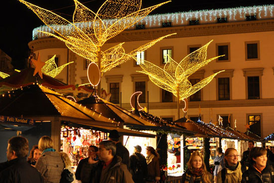 The Christmas market in Wiesbaden takes place alongside the historic city palace. Photo by Historic Highlights of Germany