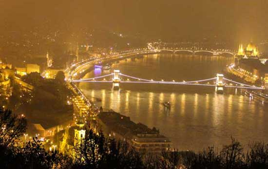 Travel in Budapest at night