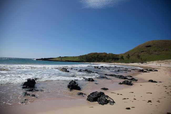Walking along the shoreline on Easter Island. Flickr/Nicolas de Camaret