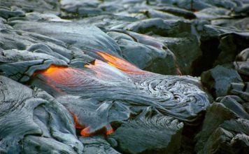 A surface lava pool attracts visitors at Hawaii Volcanoes National Park. Flickr/Thomas Tunsch