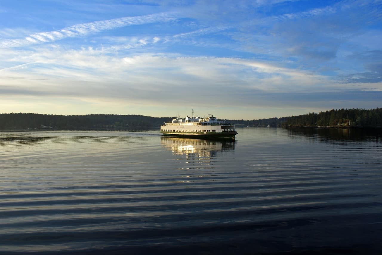 Take the ferry to the four main islands of San Juan Islands.