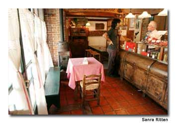 La Olla de Cobre is a quaint chocolate shop where one can laze the afternoon away sipping on frothy beverages.