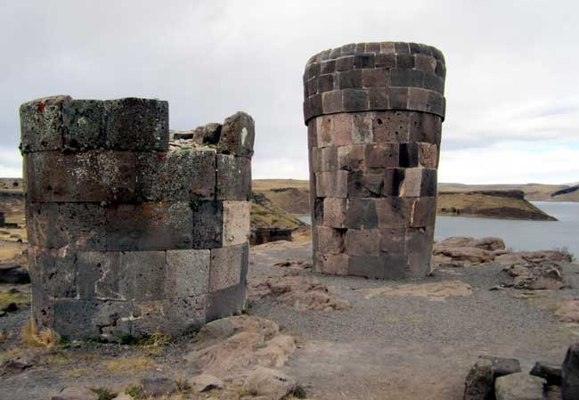 Pre-Hispanic funeral towers overlooking Lake Umayo at the Sillustani Archaeological Site northwest of Puno, Pero. Flickr/David Stanley