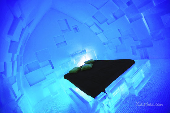 The right sleeping bags keep guests warm throughout the night. © Xdachez.com