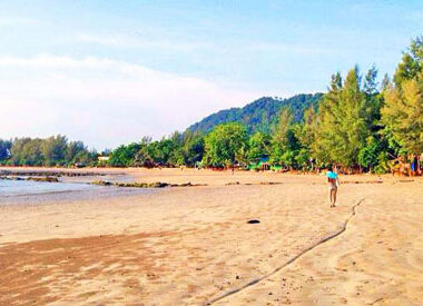 A quiet walk on the beaches of Ko Lanta. Photo by Ling Xin Sia
