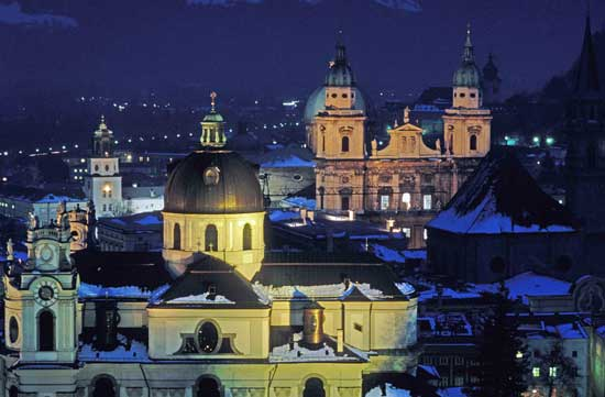 Salzburg at night. Photo by Toshi Chatelin