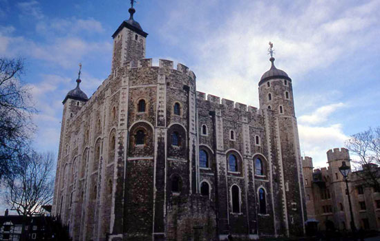 The White Tower at Tower of London. Photo by Bob Ecker