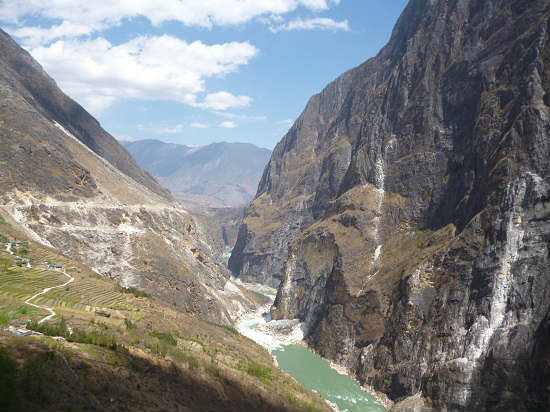 Tiger Leaping Gorge as seen from a distance.