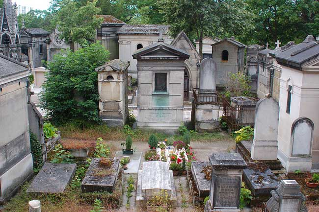 Shrines and monuments in Père-Lachaise Cemetery. Flickr/Mary Crandall