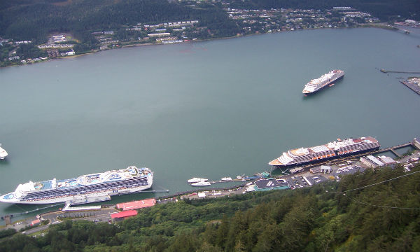 Ports in Juneau or friendly and easy to walk.