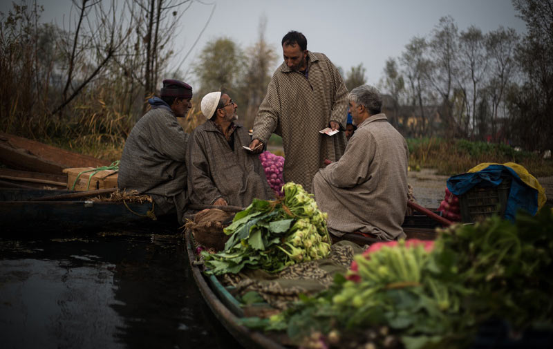 Selling and trading vegatable at floating market in Kashmir
