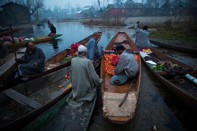 Vendors in boats on Dal Lake