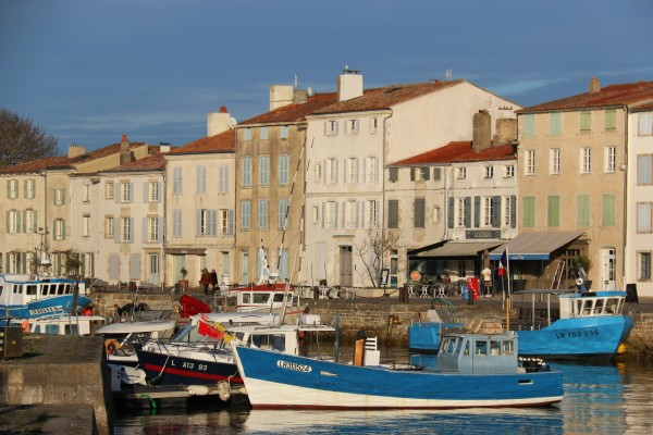 Ile de Ré Travel - The quaint Harbour of Saint Martin de Ré. Photo by Lesley Williamson