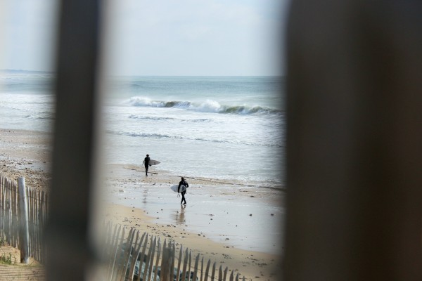 Surfers at Bois plage beach. Photo by Lesley Williamson
