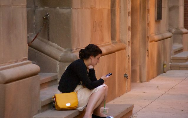 New Study Finds Drawbacks of Device Usage While Traveling