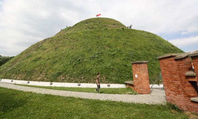View from Tadeusz Kościuszko Mound, and mound itself.