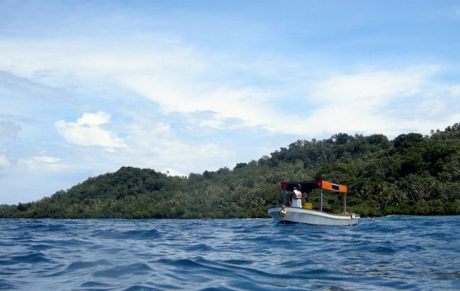 Dive boat in the lagoon. Flickr/Matt Kieffer