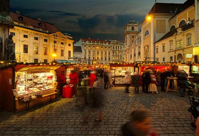 Old Viennese Christmas Market. © WienTourismus / Christian Stempe