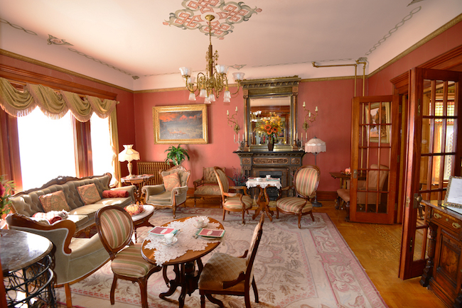 The parlor, photo courtesy of Nagle Warren Mansion