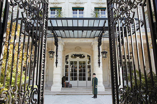 Shangri-La Paris entrance