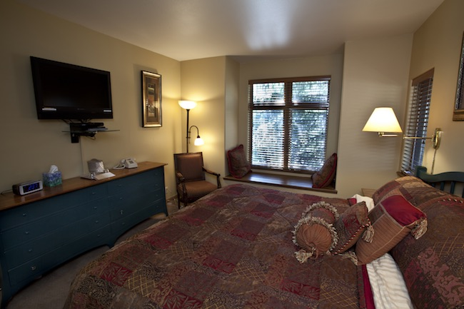 A king room, photo courtesy of Frisco Inn on Galena