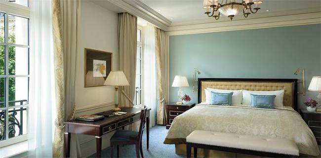 Shangri-La Paris guestroom