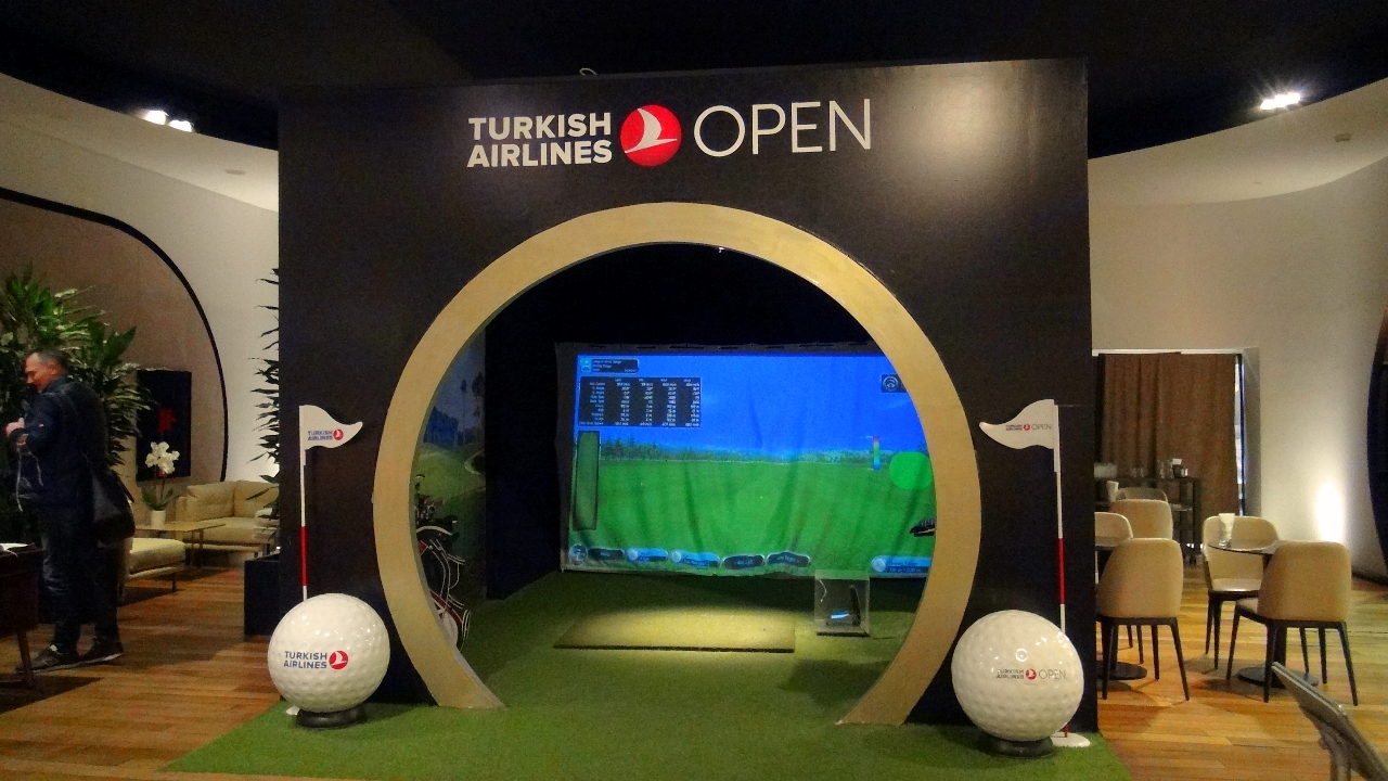 Turkish Airlines golf simulator