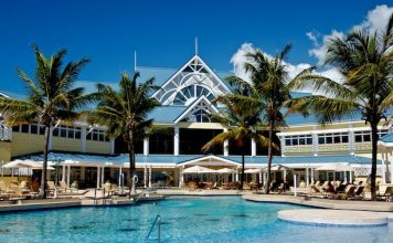 Pool in back of Magdalena Grand. Photo courtesy of Magdalena Grand Beach & Golf Resort.