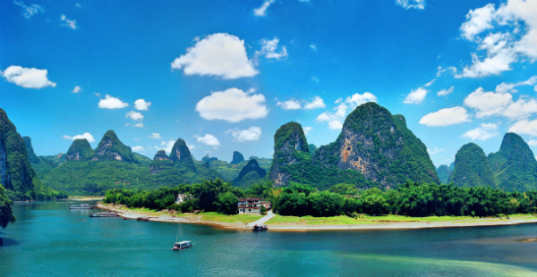 The banks of the Li River. Photo by Harvey Thomlinson