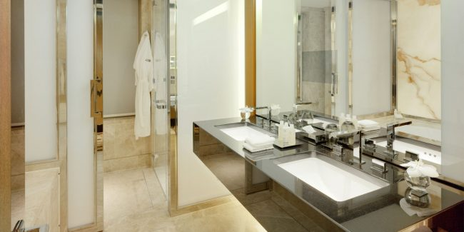 45 Park lane bathroom