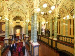 The vestibule at the Semper Opera House in Dresden ©-Klaus Gigga