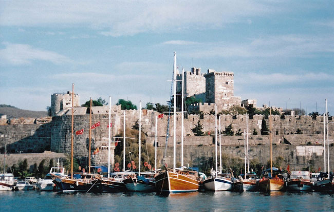 Travel in Bodrum - Castle overlooking the harbor in Bodrum, Turkey. Flickr/neiljs
