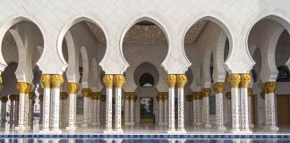 Travel in Abu Dhabi - Sheikh Zayed Grand Mosque in Abu Dhabi. Flickr/Andrew Moore