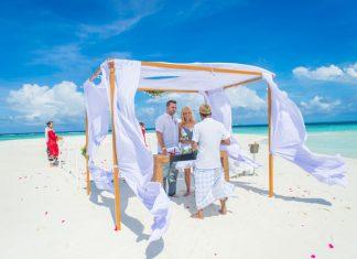 Wedding ceremony at The Sandbank, a tiny slip of land just a few minutes from Baros Maldives. Photo by Muha Photos.