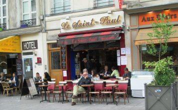 A sidewalk cafe in Marais, Paris. Photo by Victor Block