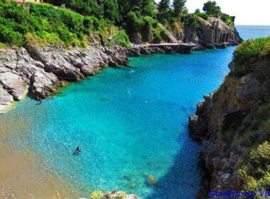 The Bay of Ieranto in Italy (Baia di Ieranto). Flickr/Gianfranco Vitolo