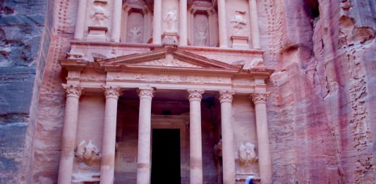 17 Amazing Photos: An Inside Look at Petra and Little Petra