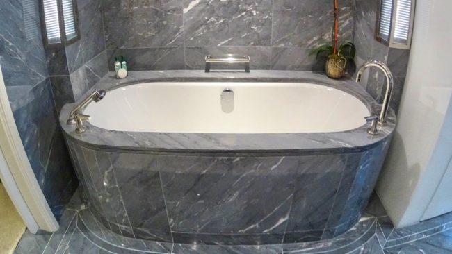 Beverly Hills Hotel bathtub