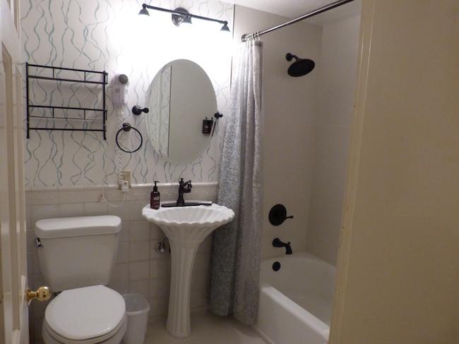 Three-piece bathroom. Photo by Claudia Carbone