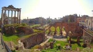Strolling Through the Roman Forum to the Colosseum