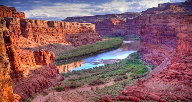 Canyonlands is the largest national park in Utah.
