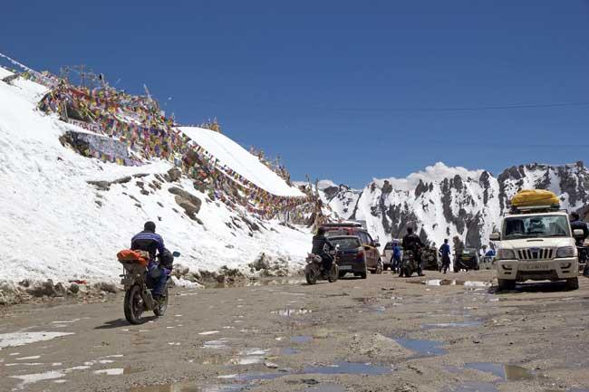 Road trip through Khardung Pass in India. Antonella865/Dreamstime.com
