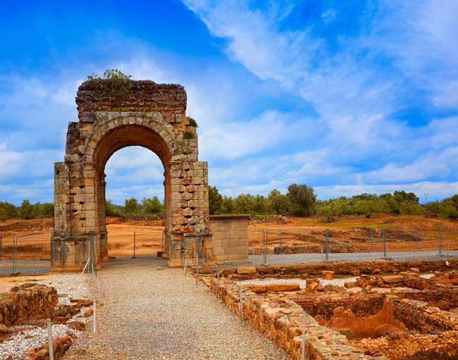 Roman Gate, Via de la Plata: Luna Marina, Dreamstime.com