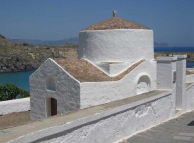 Little church in Lindos on the island of Rhodes, Greece. Flickr/ Landfeldt