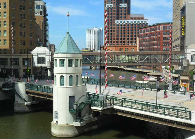 The Wisconsin Avenue Bridge in Milwaukee. Photo by Visit Milwaukee